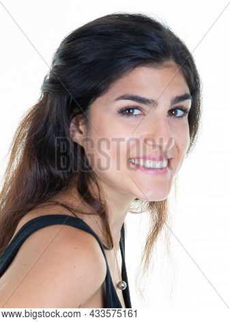 Close-up Photo Of Adorable Woman Brunette Pose Smiling While Looking Posing In The Camera