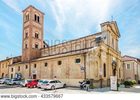Cherasco, Italy - June 27,2021 - View At The Church Of San Gregorio In The Streets Of Cherasco. Cher