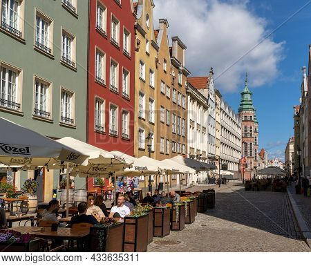 People Enjoy Drinks And Food In One Of The Many Street Cafes And Restaurants In The Hsitoric Old Tow