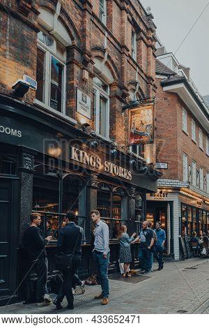 London, Uk - September 03, 2021: People Drinking And Socialising Outside Kings Stores Pub In East En