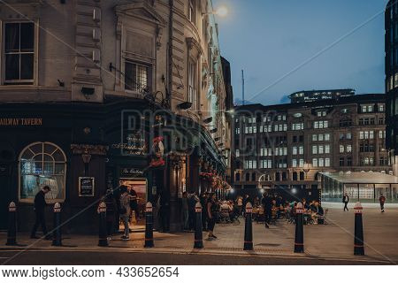 London, Uk - September 03, 2021: View Of The Railway Tavern Pub, A Traditional English Pub Close To