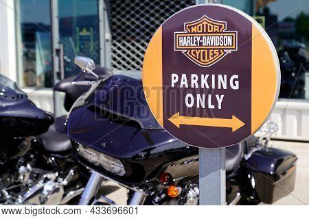 Bordeaux , Aquitaine  France - 09 10 2021 : Harley Davidson Parking Only Sign Text Shop Motorbike De