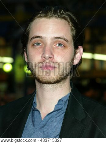 LOS ANGELES - APR 28: Aaron Stanford  arrives for the ÔX2: X-Men UnitedÕ Los Angeles Premiere on April 28, 2003 in Hollywood, CA
