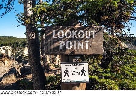 Yellowstone Np, Wy, Usa - August 15, 2020: The Lookout Point