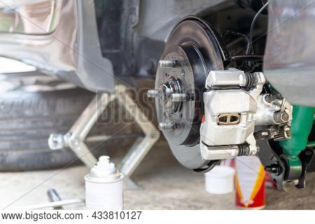 Rear Wheel Disk Caliper And Spray Paint Use Repair Disk Brake Plate Of Car Caliper For Rust Protecti
