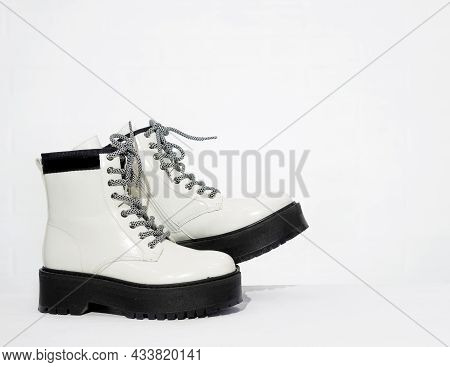 New Womens Leather White Waterproof Autumn Boots With Laces And Massive Soles In Store, Trendy Footw