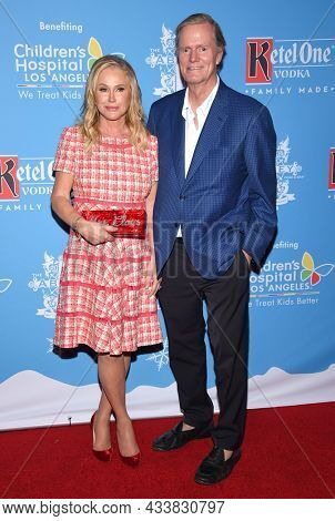 LOS ANGELES - SEP 21: Kathy Hilton and Rick Hilton arrives for the 16th Annual Christmas in September Benefit on September 21, 2021 in West Hollywood, CA
