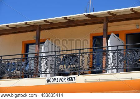 Palaiochora, July 26: Rooms And Apartments For Rent Sign On A House On July 26, 2021 At Palaiochora,