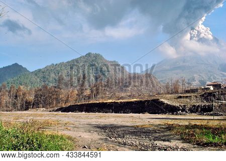 This Is The View When Mount Merapi In Yogyakarta Erupted In 2010