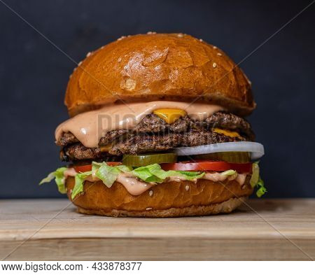 Tasty And Delicious Hamburger In Big Size With Background Cheese Burger Hamburger Fresh And Unhealth