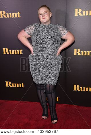 LOS ANGELES - SEP 01: Amanda LaCount arrives for the 'Runt' Los Angeles Premiere on September 22, 2021 in Hollywood, CA