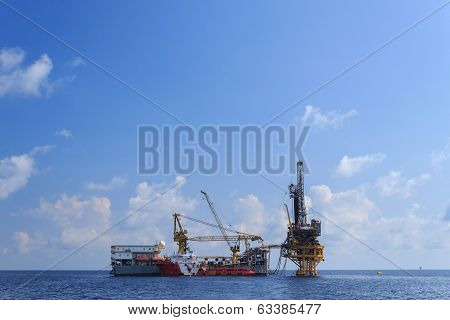 Tender Drilling Oil Rig (barge Oil Rig) On The Production Platform In The Ocean