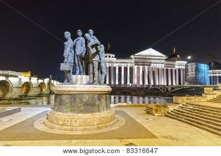 Archaeological museum of Macedonia and monument Gemidzii at night
