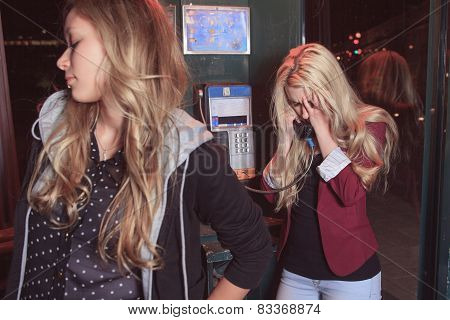 Two Teenagers having some probleme on the street.