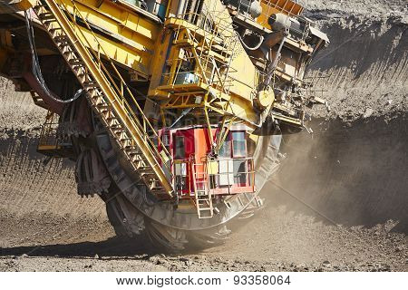 Huge Mining Machine