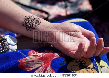 henna tattoo mehendy on hand mandala