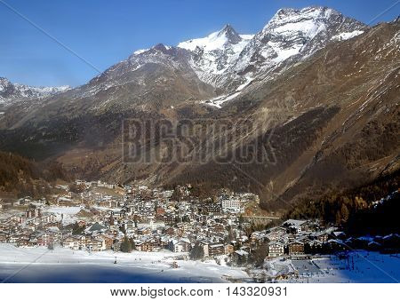 View of one of the most popular ski resort of Saas-Fee is located in the south of Switzerland, near mount Valpelline. He was surrounded by thirteen peaks over 4,000 meters high.
