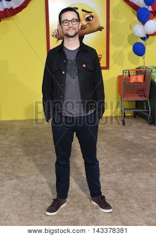 LOS ANGELES - AUG 09:  Joseph Gordon-Levitt arrives to the
