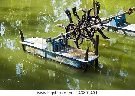 Floating water aeration turbine in a garden