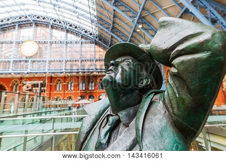 Sir Betjeman Statue At St. Pancras Station