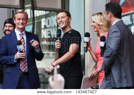 NEW YORK-JUL 31: (L-R) Steve Doocy, Scotty McCreery, Elisabeth Hasselbeck and Brian Kilmeade at Fox and Friends' All-American Summer Concert Series at 48th and 6th on July 31, 2015 in New York City.