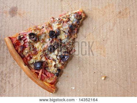 Last lonely slice of pizza, in pizza box.  Capricciosa, with black olives, ham, mushrooms,  and mozzarella.