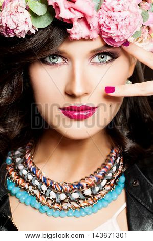 Fashion Girl. Bright Makeup and Hairstyle. Beautiful Woman Portrait