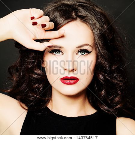 Beautiful Girl Fashion Model. Woman with Make up and Hairstyle