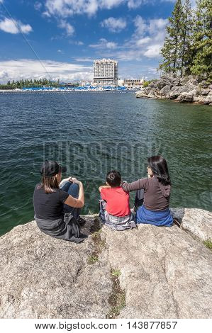 Mother and children at Tubbs Hill enjoying the view of Coeur d'Alene lake and the resort.