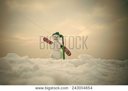 Happy New Year With Snowman. Snowmans Happy Couple. Snowmans Celebration. New Year Snowman From Snow