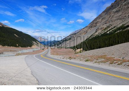 Icefield parkway between Jasper and Banff, Canada