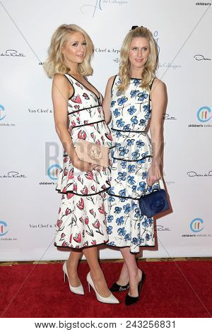 LOS ANGELES - APR 17:  Paris Hilton, Nicky Hilton Rothschild at the The Colleagues And Oscar de la Renta's Annual Spring Luncheon at Beverly Wilshire Hotel on April 17, 2018 in Beverly Hills, CA