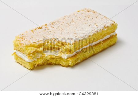 Sponge Cookie With Skimming Filling Bite