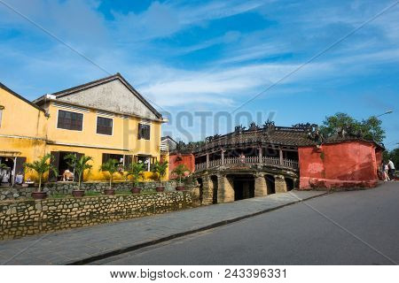 Chua Cau (the Pagoda Bridge) Or The Japanese Covered Bridge In Hoi An Is One Of The Famous Tourist A