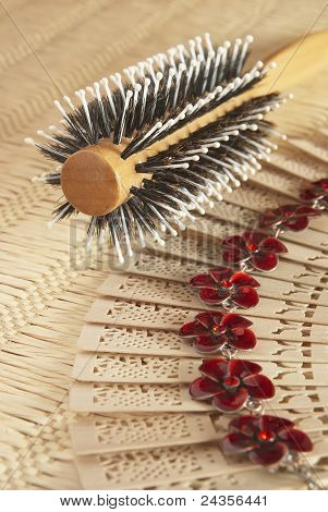 Round Comb For Hairs On The Wattled Serviette