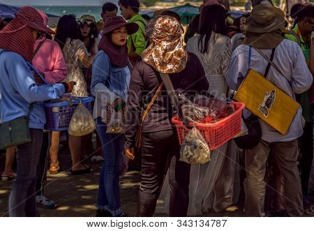 Pattaya,thailand - October 30,2019:the Beach A Large Group Of Chinese Tourists Returned From A Trip