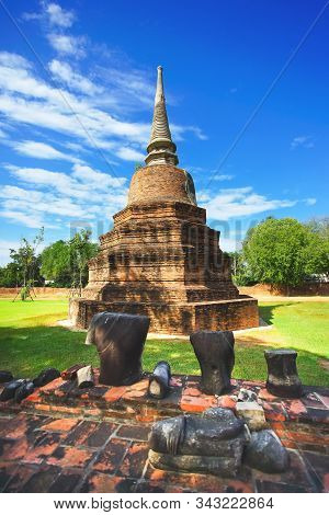Beautiful Scene Of The Ancient Temple Wat Ratcha Burana In Ayuthaya Province, Thailand.