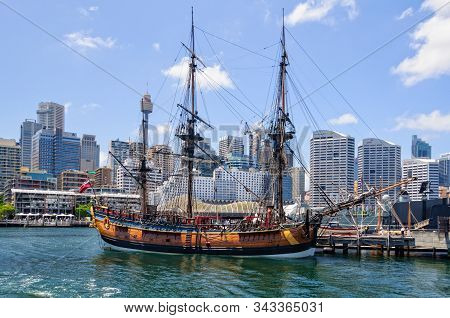 Sydney, Nsw, Australia - November 23, 2015: The Replica Of Hmb  Endeavour, The Ship That Was Sailed
