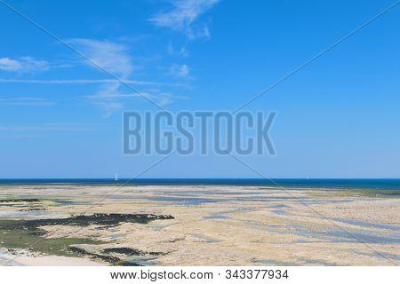 Northern coast ebb ty Ile de Re