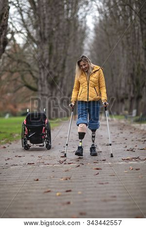 A Strong Disabled Woman First Got On Prostheses And Takes Her First Steps.