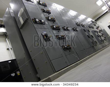Panel eléctrico en sala eléctrica