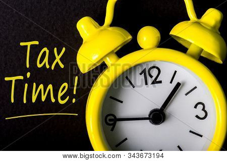 Tax Time - Notification Of The Need To File Tax Returns, Message For Accountant - Fill In Tax Form