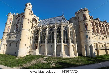 Saint-germain-en-laye Castle Located Around 13 Miles West Of Paris. It Was Fortified Hunting-lodge.