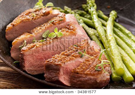 duck breat fillet with asparagus
