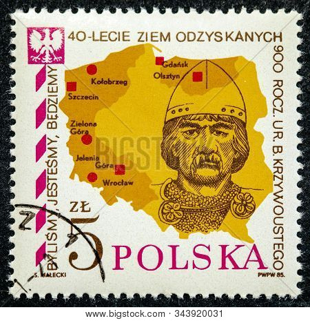 Poland - Circa 1985: A Stamp Printed In Poland Shows Prince Boleslaw Krzywousty And Map, Inscription
