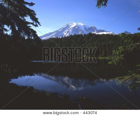 Mount Rainier (horizontal)