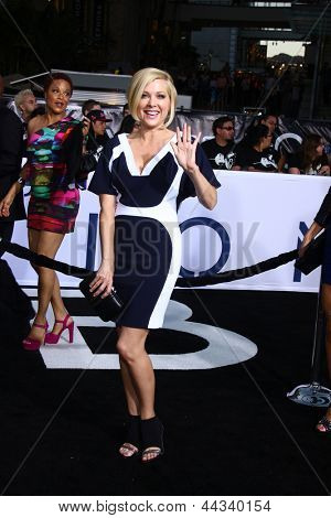 LOS ANGELES - APR 10:  Jennifer Aspen arrives at the