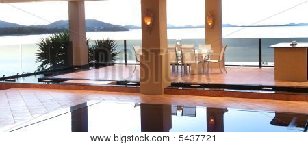 Luxury Poolside Dining