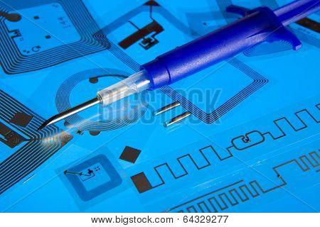 RFID implantation syringe and RFID tags
