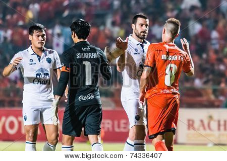 Sisaket Thailand-october 15: Players Of Sisaket Fc. And Buriram Utd. Show Good Sportsmanship After T